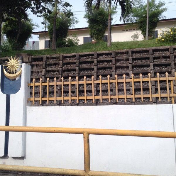 Photo taken at Bukit Kayu Hitam Immigration Complex by Giashin on 7/10/2016