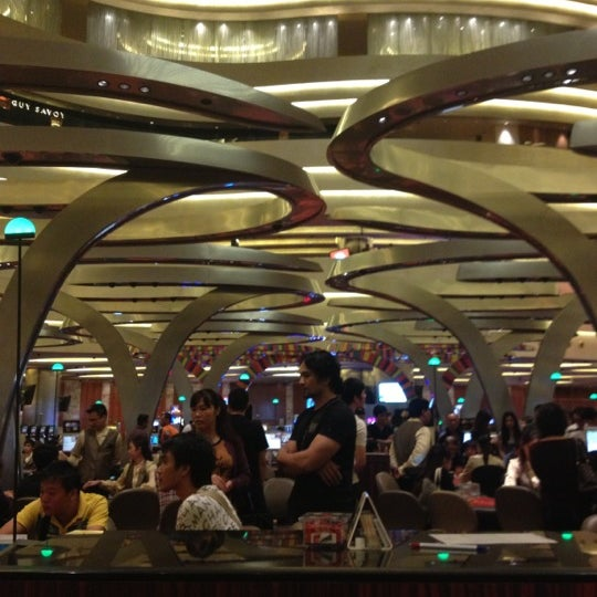 Photo taken at Marina Bay Sands Casino by Alyssa K. on 9/26/2012