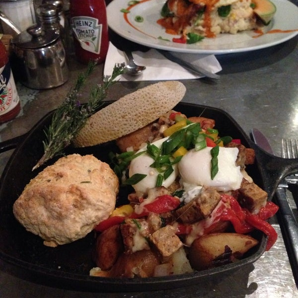 Photo taken at Hash House a Go Go by Matthew C. on 2/16/2014