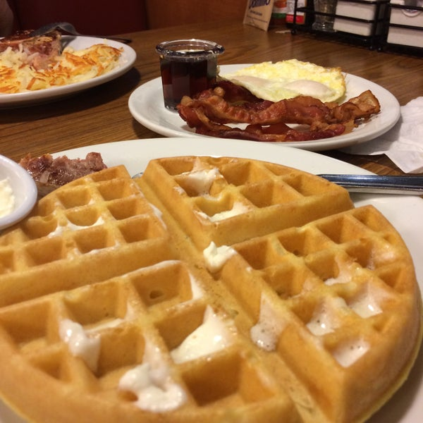 Photo taken at Denny's by Julia E. on 3/30/2015