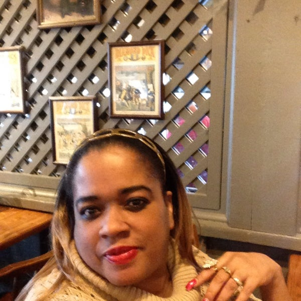 Photo taken at Cracker Barrel Old Country Store by Tijuana H. on 12/8/2015