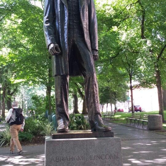 Abraham lincoln memorial statue downtown portland for Garden statues portland oregon