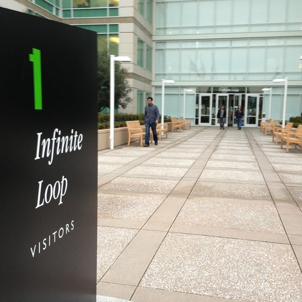 Photo taken at Apple Inc. by Arthur F. on 1/24/2013