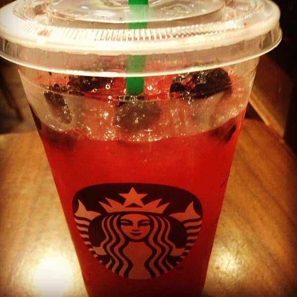 Photo taken at Starbucks by Linda L. on 12/31/2012