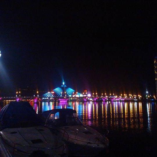 Photo taken at Cầu Sông Hàn (Han River Bridge) by Hoang P. on 1/31/2013