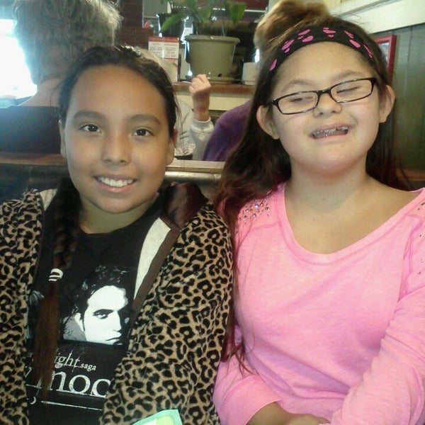 Photo taken at Chili's Grill & Bar by Adolfo G. on 11/16/2013
