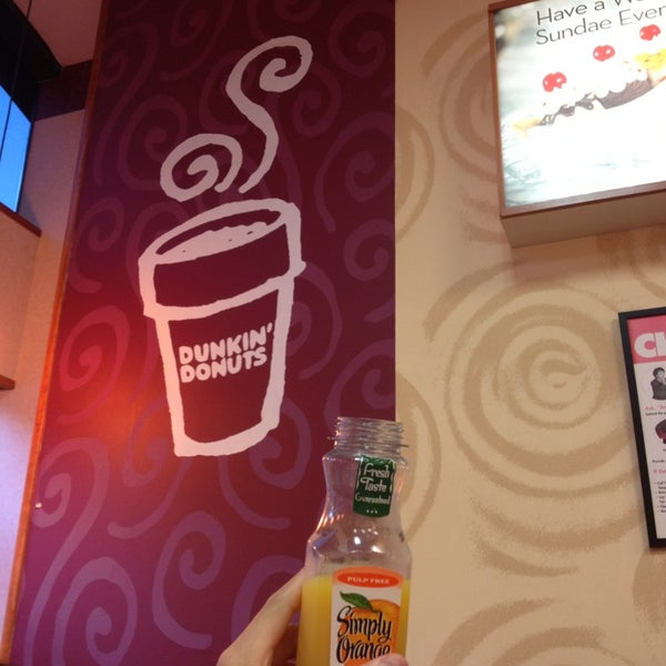 Photo taken at Dunkin Donuts by Vanya T. on 7/29/2013