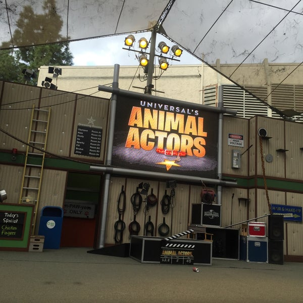 Photo taken at Universal's Animal Actors by Tin L. on 11/9/2015