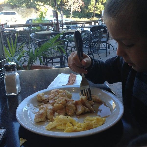 Photo taken at Stacks Pancake House by Alan D. on 12/19/2012