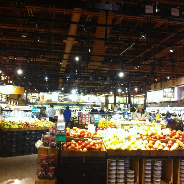 Wegmans supermarket in gainesville for Food bar wegmans