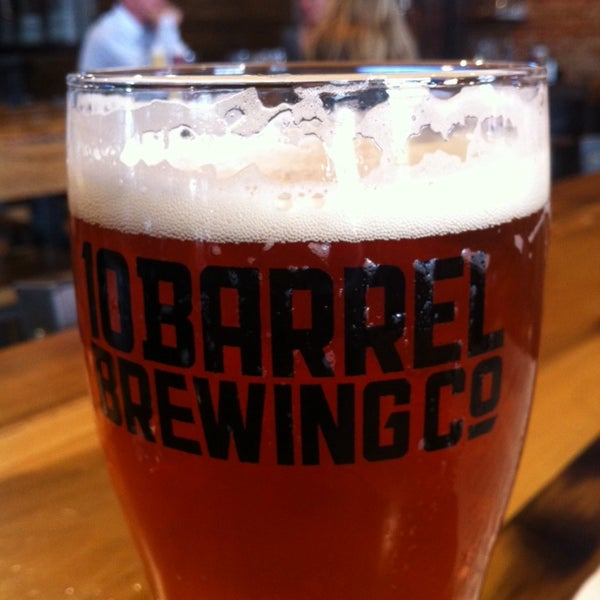 Photo taken at 10 Barrel Brewing by Ni K. on 6/26/2014