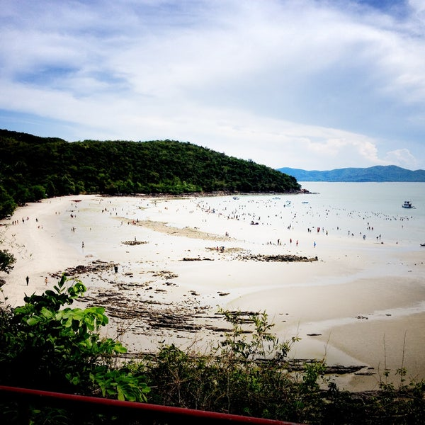 Photo taken at Sai Keaw Beach by Nortiluz on 5/1/2013