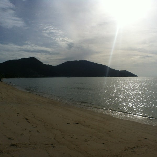 Photo taken at Teluk Bahang Beach by Lëanahtan R. on 7/7/2013