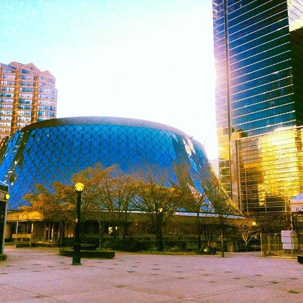 Снимок сделан в Roy Thomson Hall пользователем Marcello S. 11/3/2012