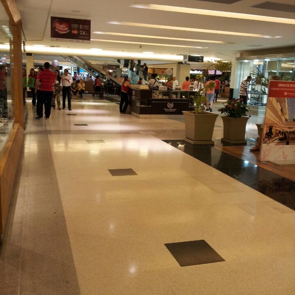 Photo taken at Shopping Recife by Luciano S. on 5/26/2013