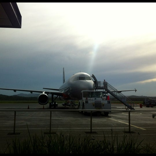 Photo taken at Gold Coast Airport (OOL) by 偉信 王. on 12/2/2012