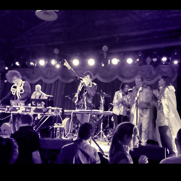 Photo taken at Brooklyn Bowl by Chelsea Mae H. on 4/27/2013