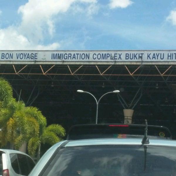Photo taken at Bukit Kayu Hitam Immigration Complex by Shariman O. on 9/10/2016