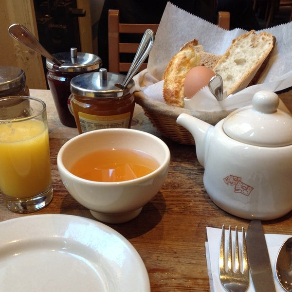 Photo taken at Le Pain Quotidien by Raffaella V. on 1/22/2014