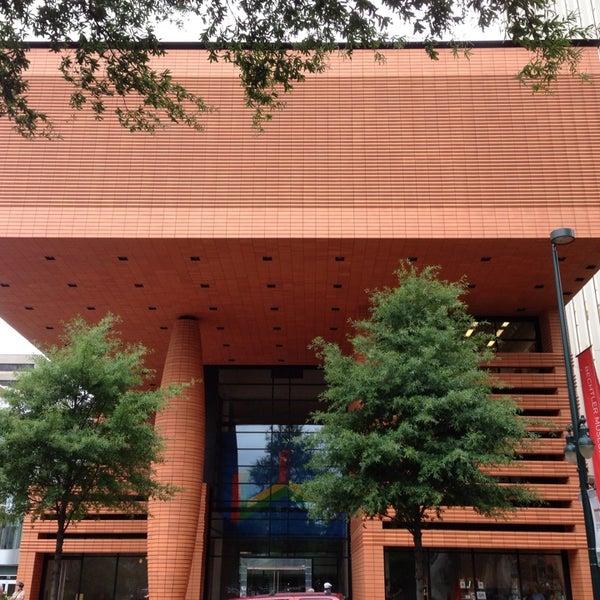 Photo taken at Bechtler Museum of Modern Art by Léo L. on 7/7/2013