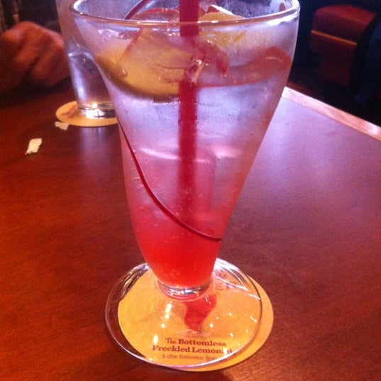 Photo taken at Red Robin Gourmet Burgers by Stephanie SWoww W. on 9/14/2012