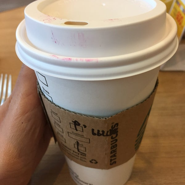 Photo taken at Starbucks by lluu ➡. on 10/18/2016