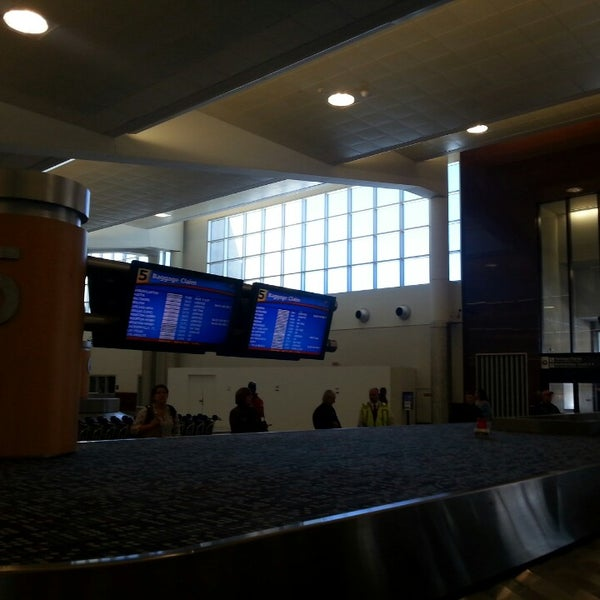 Photo taken at Hartsfield-Jackson Atlanta International Airport (ATL) by Jeff on 4/16/2014