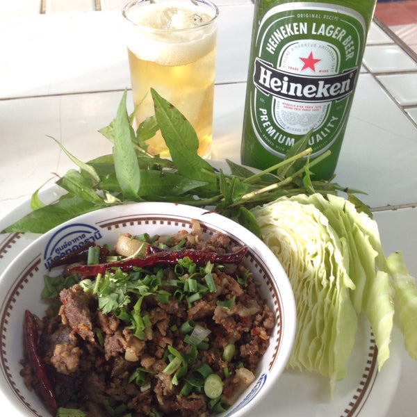 Photo taken at Food Center (ศูนย์อาหารเมืองทองธานี) by Sali B. on 3/8/2015