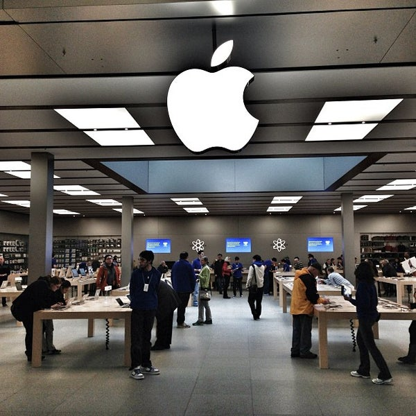 Photo taken at Apple Bellevue Square by Lawyer M. on 1/29/2013
