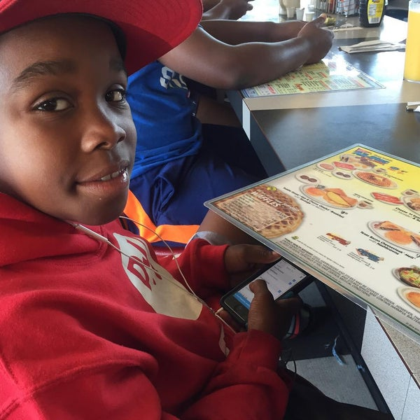 Photo taken at Waffle House by We W. on 8/15/2015