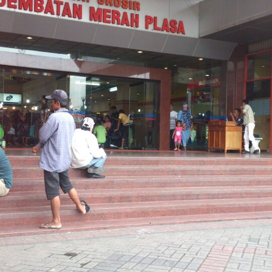 Photo taken at Pusat Grosir Jembatan Merah Plasa (JMP) by Doddy W. on 3/1/2013