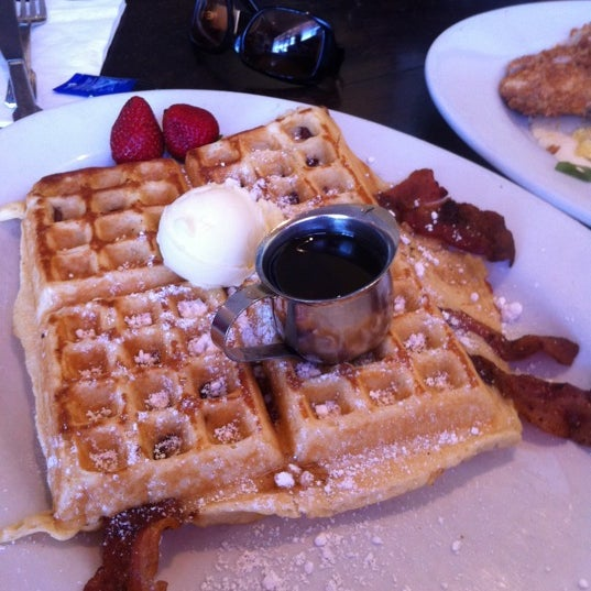 Photo taken at Hash House a Go Go by Sunny S. on 7/28/2011