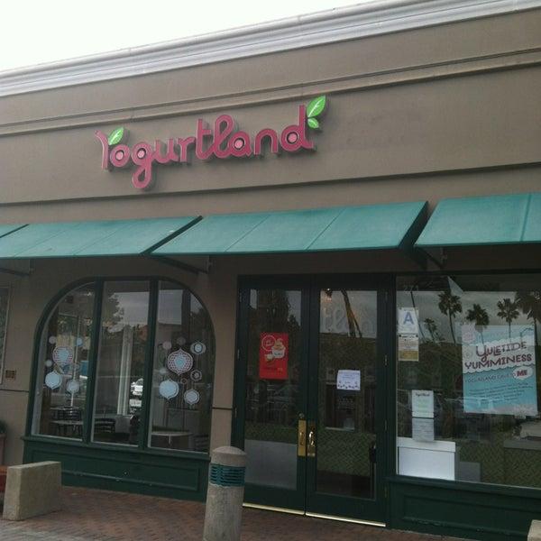 Photo taken at Yogurtland by SibeLA ⛔️ on 12/18/2012