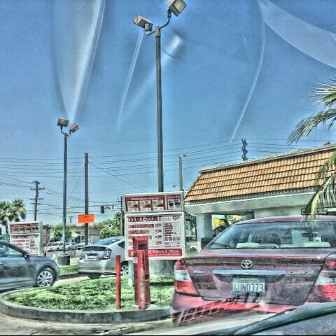 Photo taken at In-N-Out Burger by Alex M. on 5/2/2014