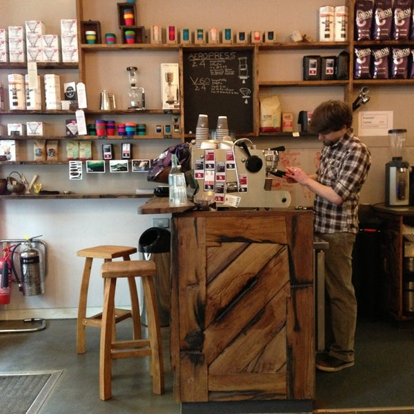 taylor st baristas coffee shop in canary wharf