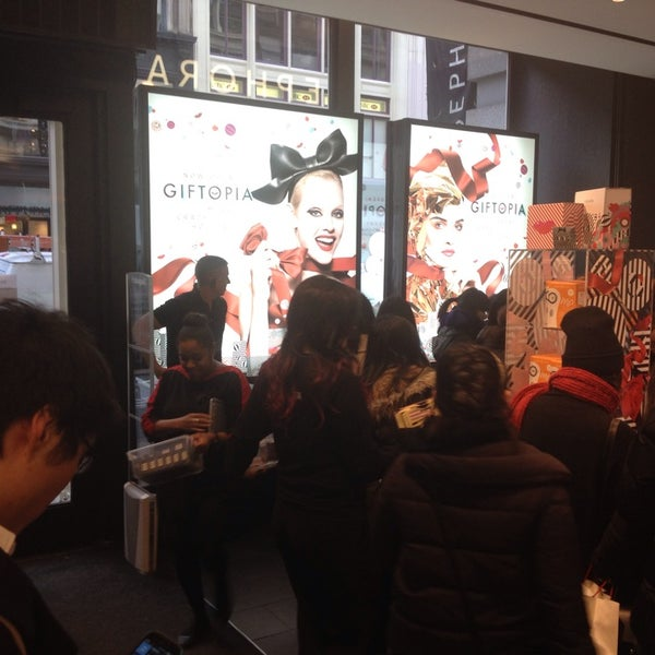 Photo taken at Sephora - Soho by Roberto K. on 11/29/2013