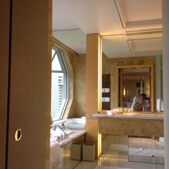 Photo taken at The Ritz-Carlton, Millenia Singapore by Jer S. on 11/12/2012