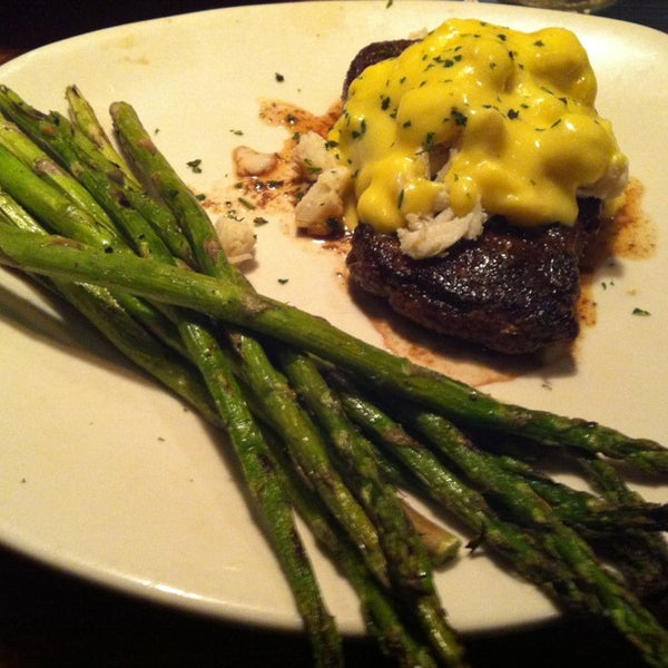 Photo taken at Outback Steakhouse by Dustin on 12/31/2012