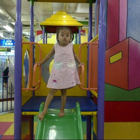 Photo taken at Giant Hypermarket by Wisnumurthi S. on 2/8/2013