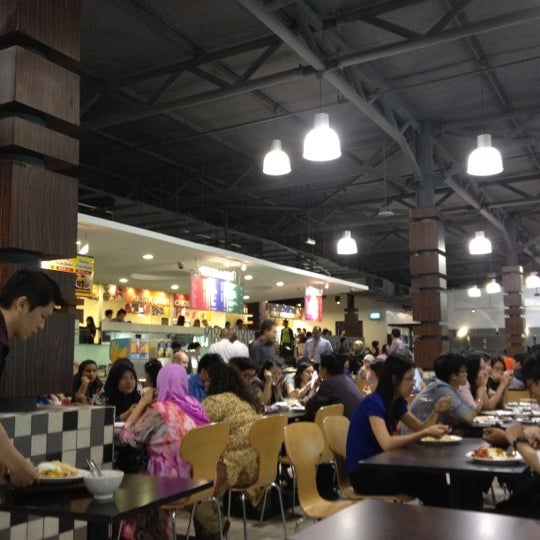 Photo taken at Chow Food Court by DyanaAshraff on 10/24/2012