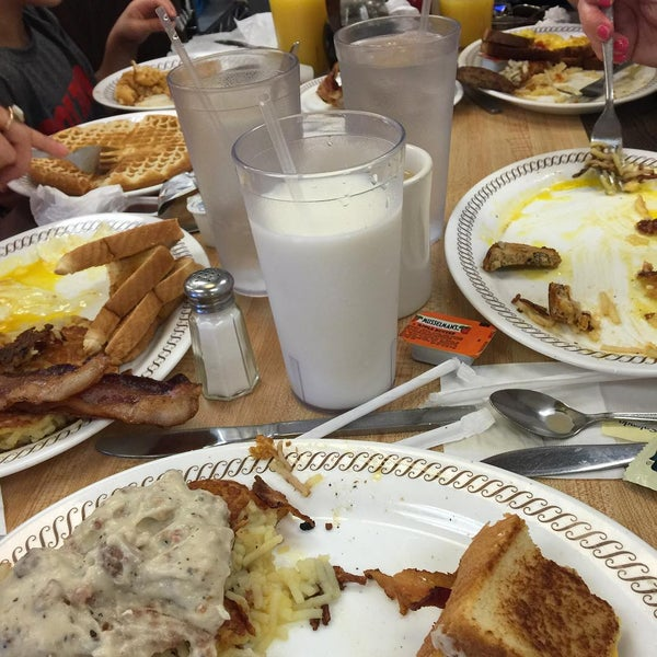 Photo taken at Waffle House by Chris D. on 7/13/2015