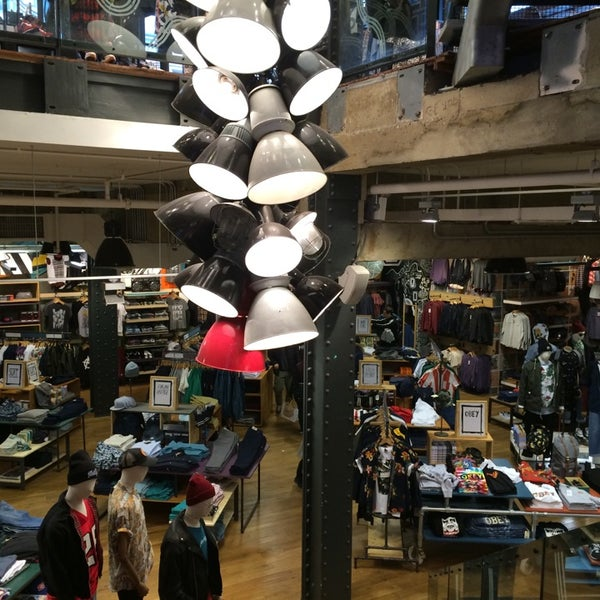 Photo taken at Urban Outfitters by Grāfīān on 3/24/2014