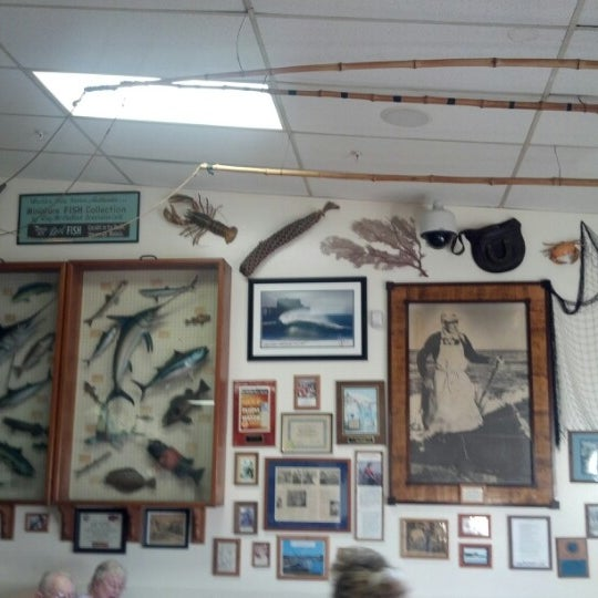 Photo taken at Harbor Fish and Chips by Logan P. on 9/25/2012