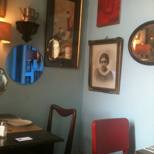 Photo taken at Museo Restaurant Peluqueria Francesa by Javiera R. on 10/21/2012