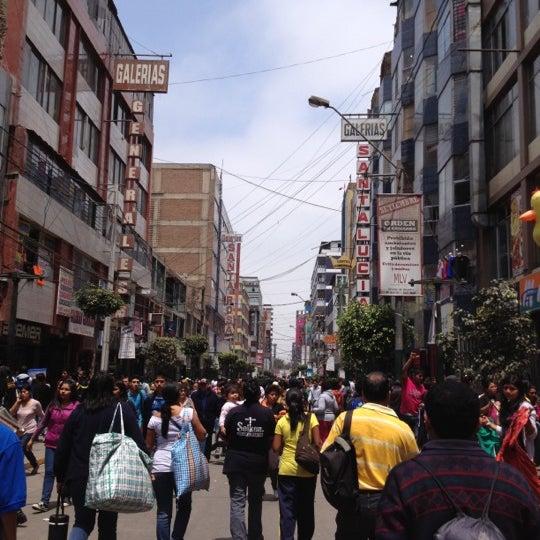 Foto tomada en Gamarra por Verónica S. el 9/15/2012