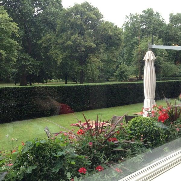 Photo taken at Mandarin Oriental Hyde Park by Svetlana on 7/31/2013