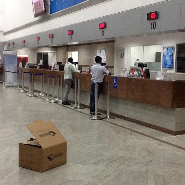 Photo taken at Emirates Post Office مكتب بريد الإمارات by Ran on 4/9/2013
