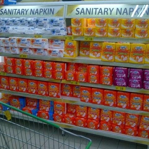 Photo taken at Giant Hypermarket by dindindince on 3/29/2013