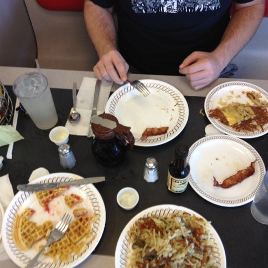Photo taken at Waffle House by Summer on 10/21/2012