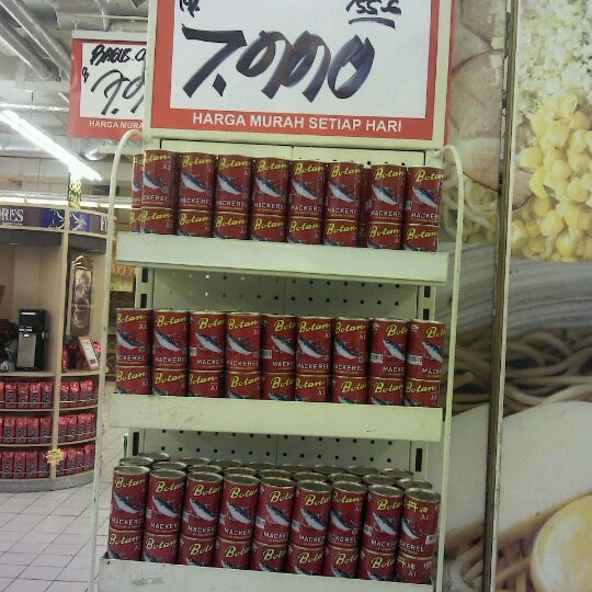 Photo taken at Giant Hypermarket by Agus S. on 1/14/2013